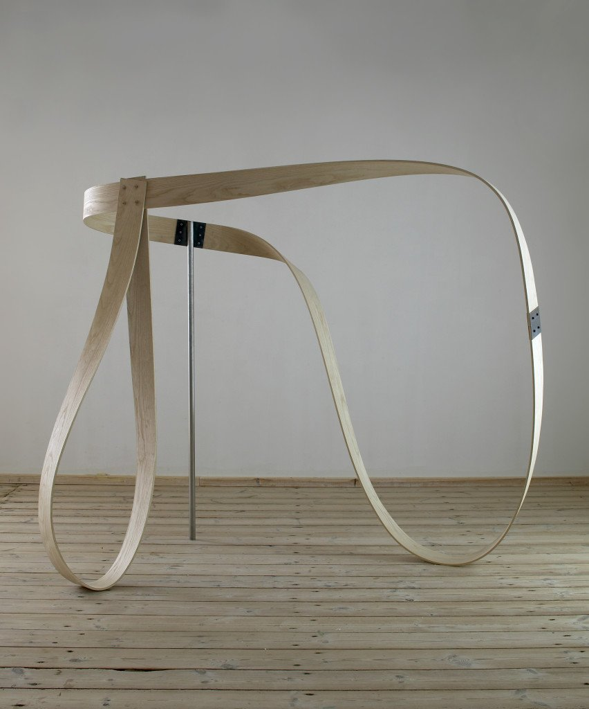 uden titel, 2004, Sophienholm. Asketræ, jern. Foto: Anders Sune Berg.