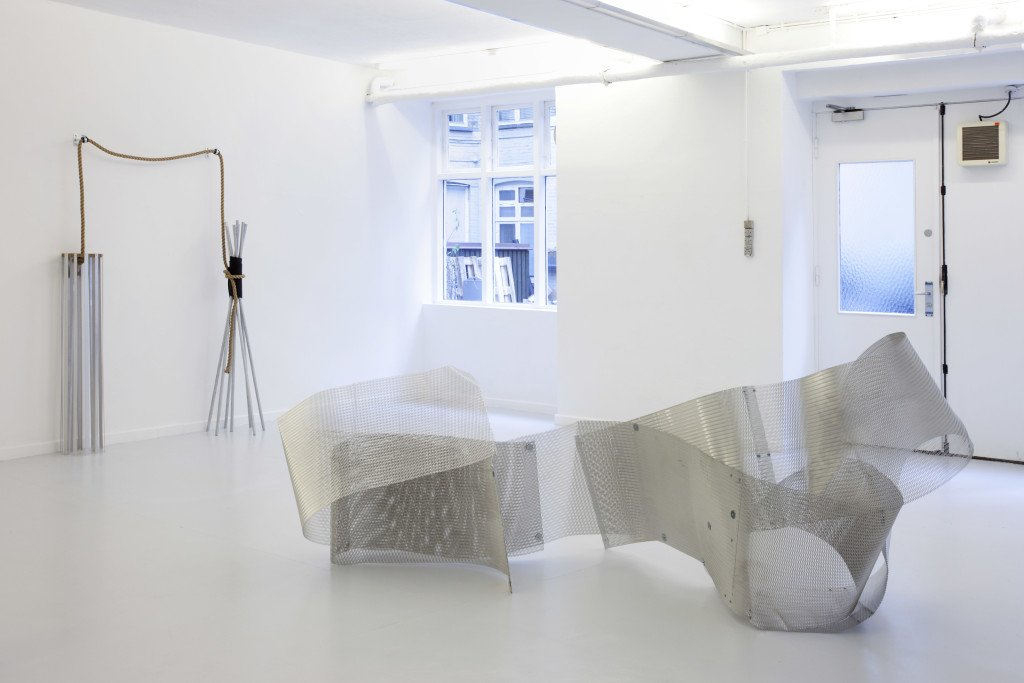 New Works, 2010, Skulpturi. Aluminium, tov, skruer, vægbeslag, gummi, mdf. Foto: Erling Jeppesen