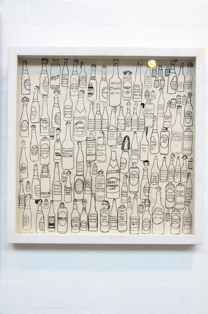 100 flasker i ånden fra udstillingen BEERS 5. Kunstner: Vibe Bredahl. Foto: Melou Vanggaard
