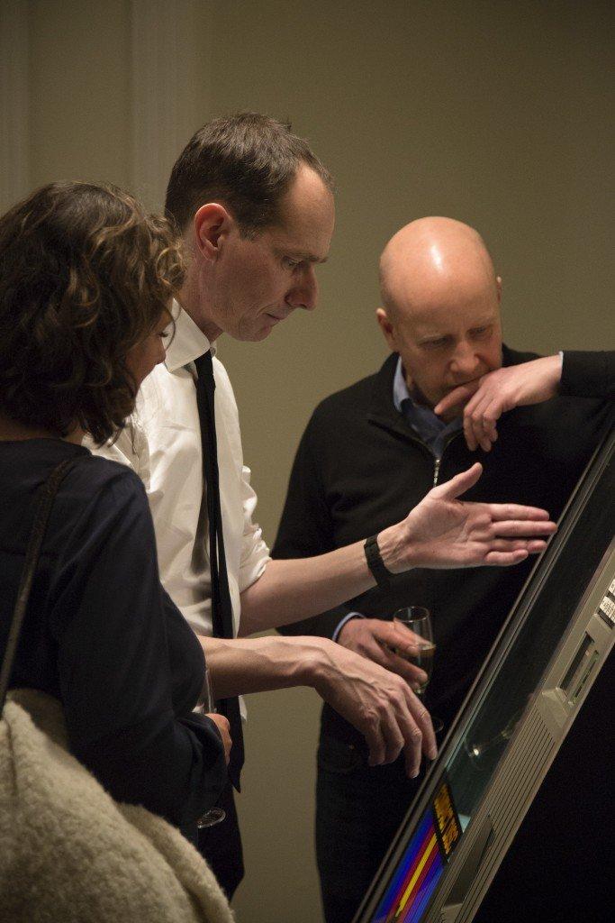Olof Olsson introducerer til sin jukebox, der genopliver marathon-oplæsningen af Ulysses på museet i 1998. Foto: Frida Gregersen.