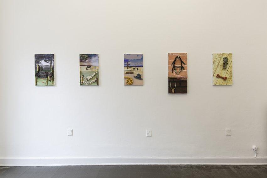 Lemon Moon, udstillingsview, Marie Kirkegaard Gallery, 2016. Glaseret stentøj. Foto: Ole Haupt