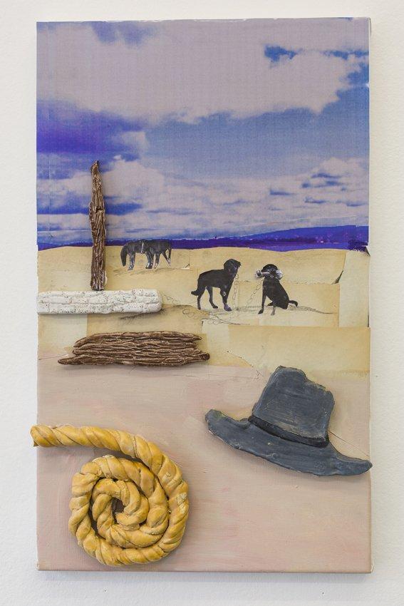 Mette Vangsgaard: Reb, Hat og Hunde, 2016. Olie, glaseret stentøj og print på lærred. Foto: Ole Haupt