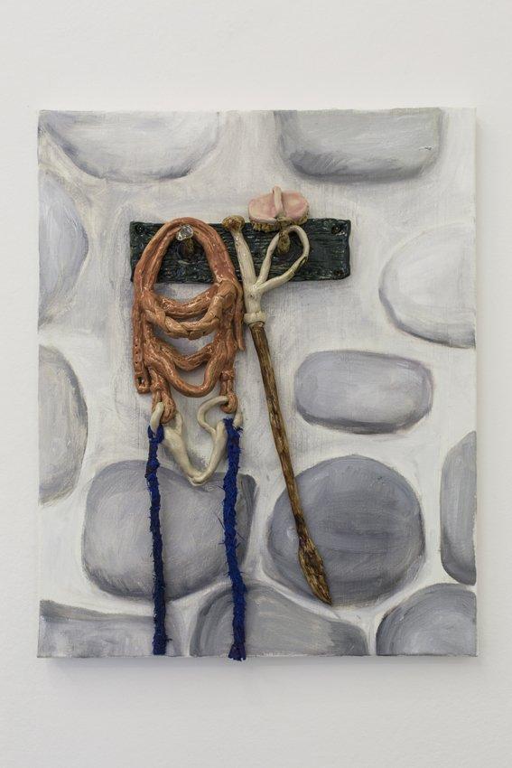 Mette Vangsgaard: Bridle, Brush and Whip, 2016. Olie, glaseret stentøj og garn på lærred. Foto: Ole Haupt