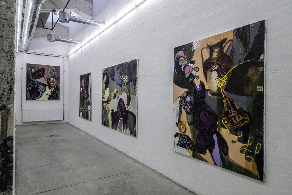 Installationsview med Stilleben-malerier. Foto: Niels Fabæk
