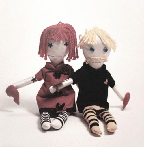 Håndlavede dukker der representerer ex kærestepar. Doneret af spansk mand.