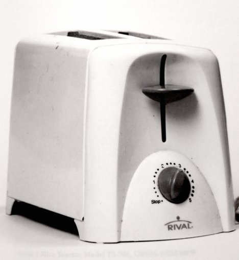 En toaster fra Colerado ledsages af følgende tekst: When I moved out, and across the country, I took the toaster. That'll show you. How are you going to toast anything now?