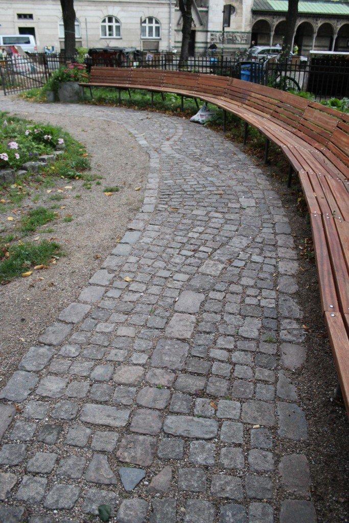 Enghave Minipark, 2010-2012. Snoet bænk. Foto: Kenneth A. Balfelt
