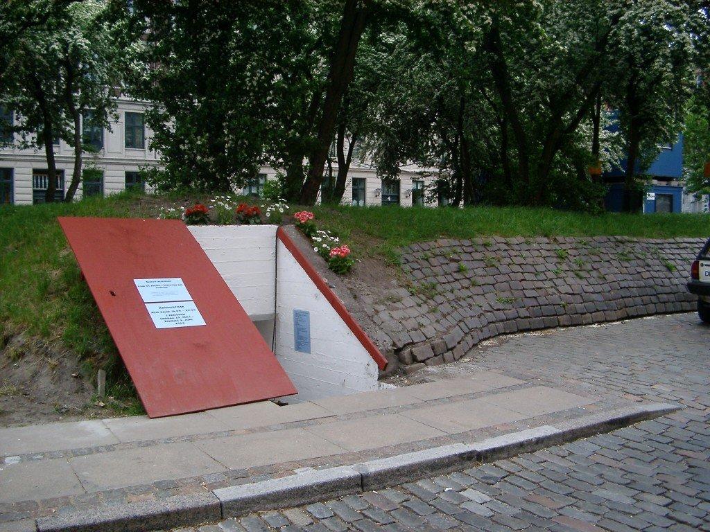 Fixerum for stofbrugere, 2002. Fysisk model for fixerum på Halmtorvet, Vesterbro, København, udviklet i samarbejde med stofbrugere, relaterede organisationer og en arkitekt. Foto: Kenneth A. Balfelt