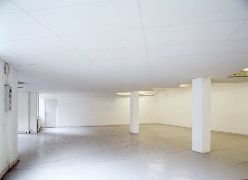 Dropped Ceiling, 1999. Installation, Overgaden. Foto: Planet Foto