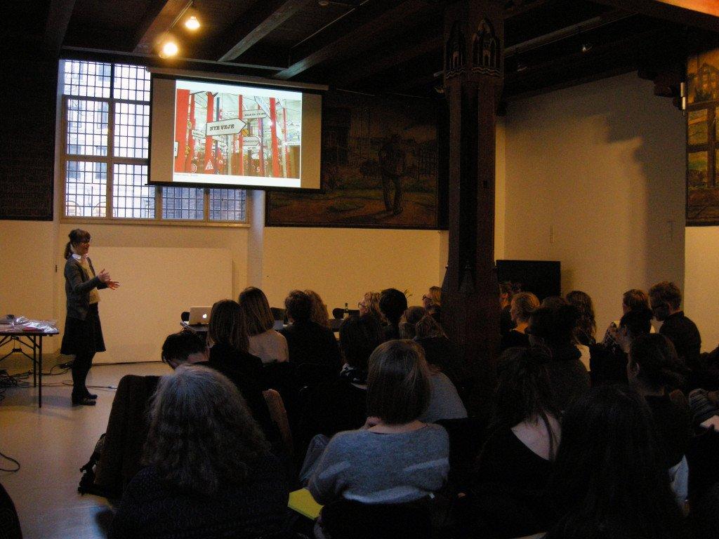 Trine Boesen introducerer til sin udstilling på Brandts. Foto: Matthias Hvass Borello