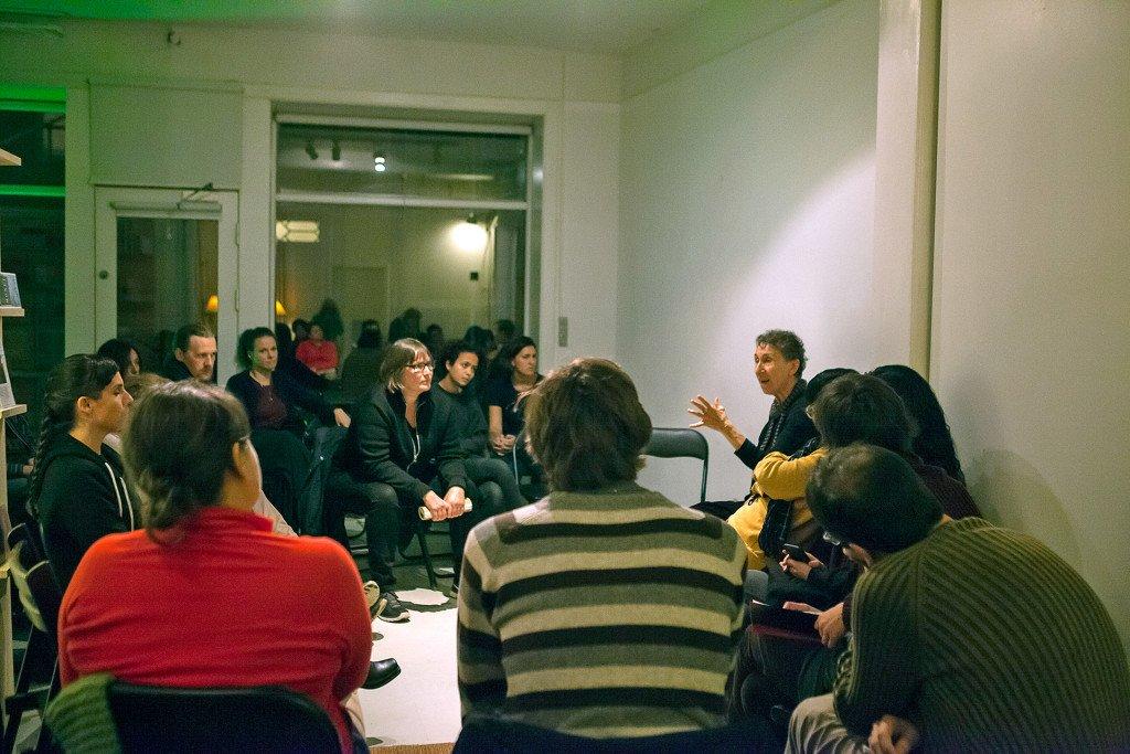 Projektet Trade Test Site afholder foredrag og workshops med fokus i feministisk økonomi. Her ses underviser og aktivist Silvia Federici (2015). Foto: Barbara Katzin