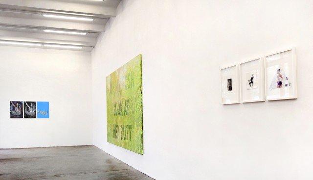 THE MINAJ SHOW. Installationsview fra Sommer und Kohl, Berlin. Foto: Ditte Ejlerskov