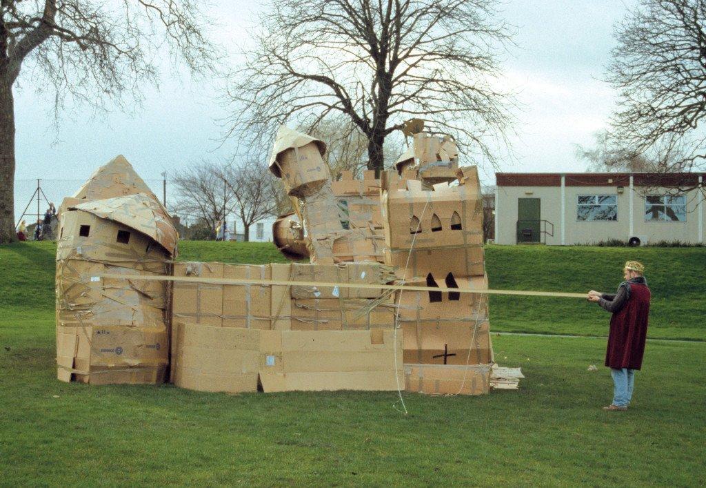 Castle (performance), 1999. Foto: Kenneth A. Balfelt