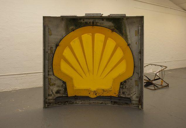 Nanna Abell: Ingen titel (sunset). Shell servicestationskilt. Foto: Morten K. Jacobsen