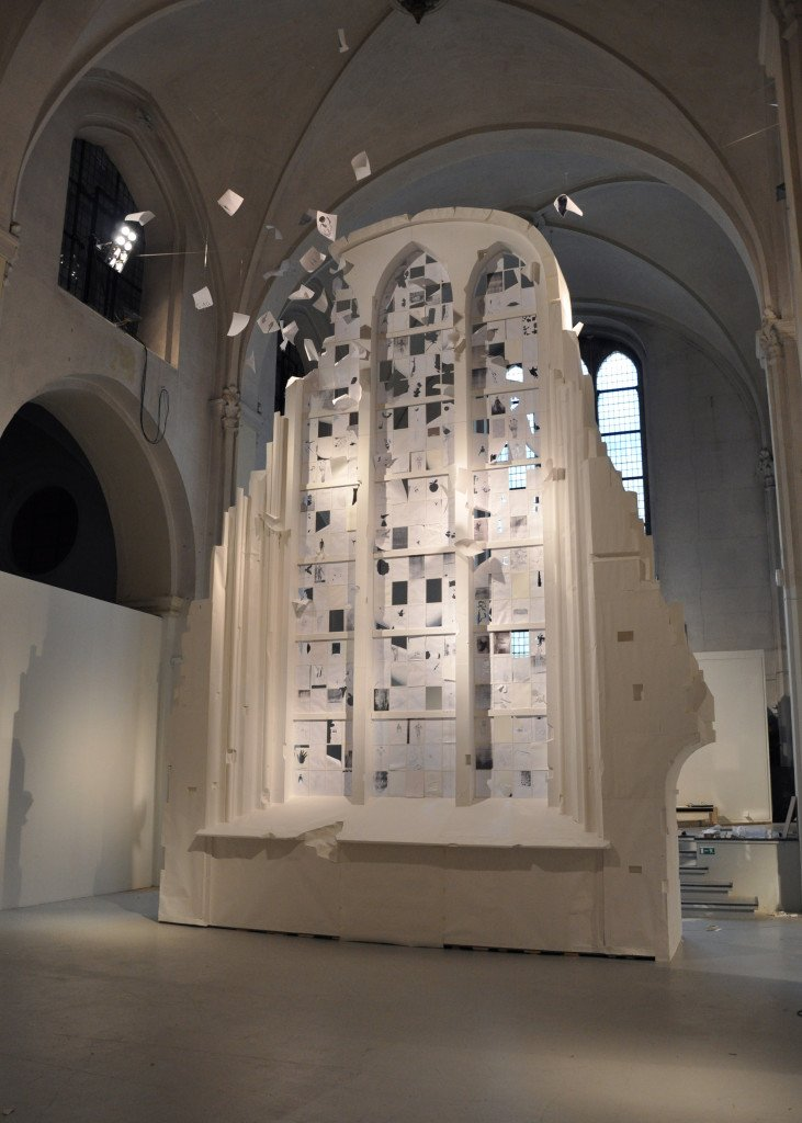 White Window (installationsbillede), 2010, papirinstallation. Foto: Anders Sune Berg