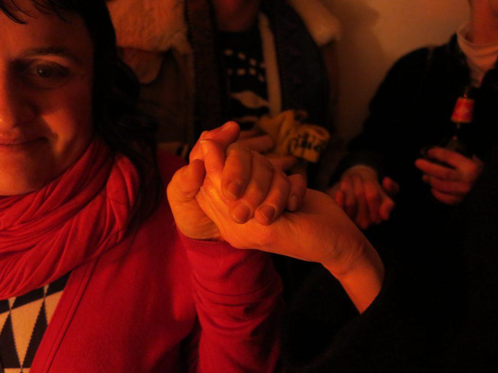 Publikum blev ledt igennem en surreel network-happening under Kirsten Astrups performance. Foto: Jenny Selldén