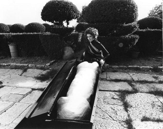 Niki de Saint Phalle, DADDY (FAR) film still af Peter Whitehead med farveretouchering, 1972 © 2015, Niki Charitable Art Foundation, All rights reserved. Foto: Schamoni Film
