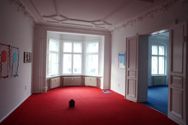 Installationsview fra udstillingen Home 2. La maison Rouge + Bleu, 2016, Berlin. Foto: Joe Dilworth