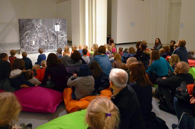 Røven på komedie - Performance for dumme børn og voksne. Nikolaj Kunsthal, 2014. Foto: Ellen Vestergaard Friis