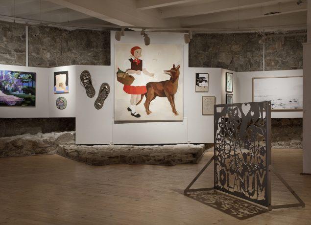 Installationsview Dansk Folkekunst fra udstillingen Transfer, 2016.