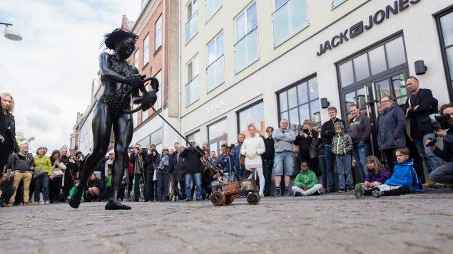 Julie Djikey: Ozonisation, 2016. Performance i Holbæk den 14. maj 2016. Foto: Joe Kniesek