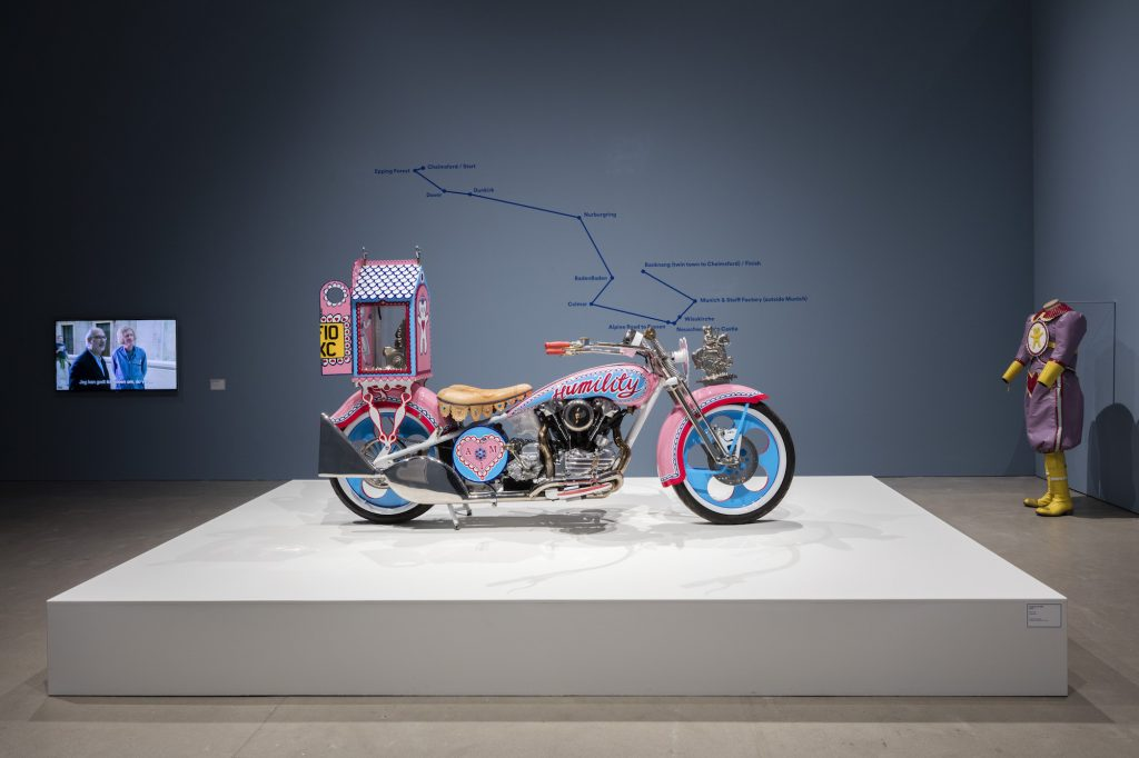 Grayson Perry: Hold Your Beliefs Lightly, installationsview ARoS 2016. Foto: Anders Sune Berg