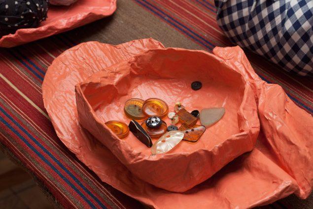 Papmaché objekt, knapper, 2015. Foto: Erling Lykke Jeppesen