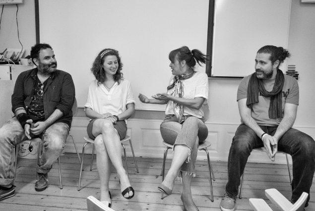 Kunstnerne i samtale ved seminaret. Fra venstre: George Awde, Stefanie Schulz, Tanya Habjouqa og Omar Imam. Foto: Galleri Image