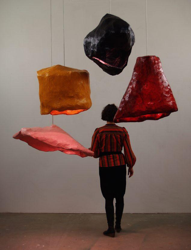 Lamper. Papir-mache, 2009. Fra udstillingen: Colour me in, Esbjerg Kunstmuseum, 2014. Foto: Søren Jensen