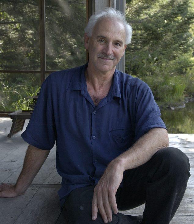 Michael Singer i sin 'Pond Pavilion'. Foto: David Stansbury. Courtesy: Michael Singer Studio