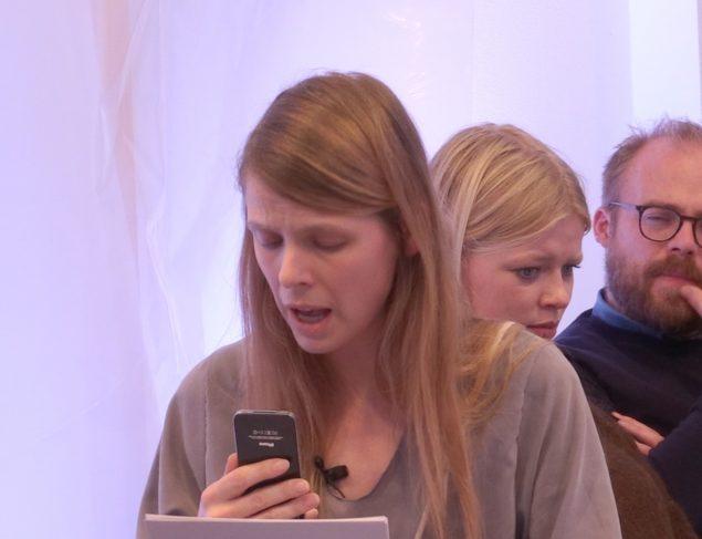 Hannah Heilmann i videoværket Allons-y, som blev vist på DRK tidligere på året. Still: © HH