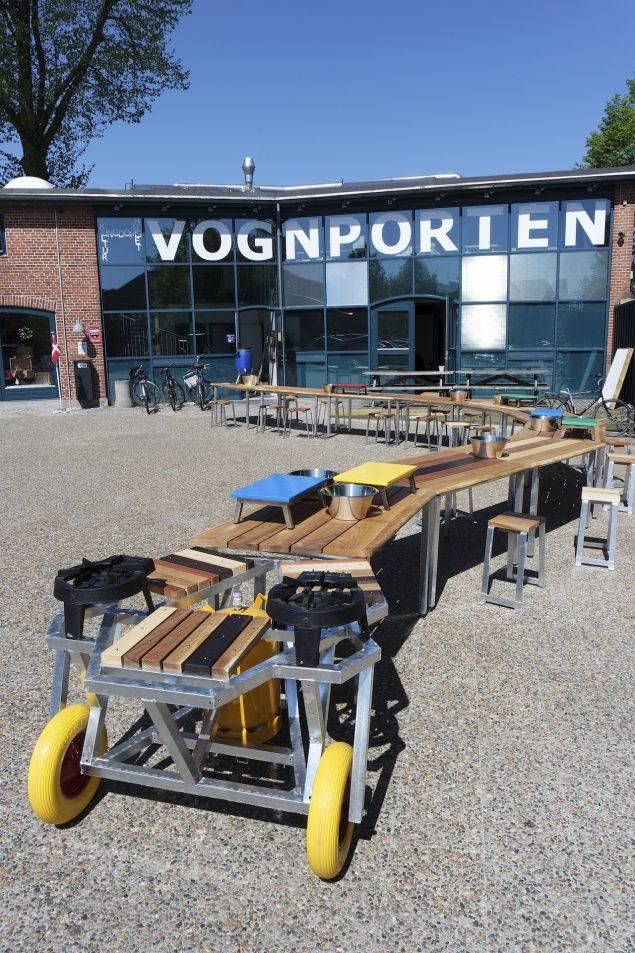 Slangen, 2016. Det mobile udekøkken står i Ballerup Kommune. Køkkenet kan lånes til arrangementer. Foto: @ Jesper Aabille