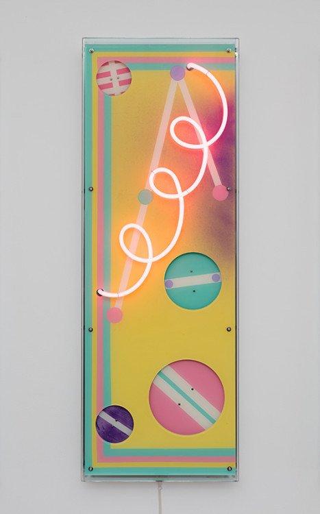 Evren Tekinoktay: TWIZ, 2014, neon relief. Foto: Anders Sune Berg