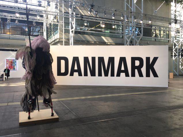 DANMARK, installationsview. Foto: Mikkel Carl