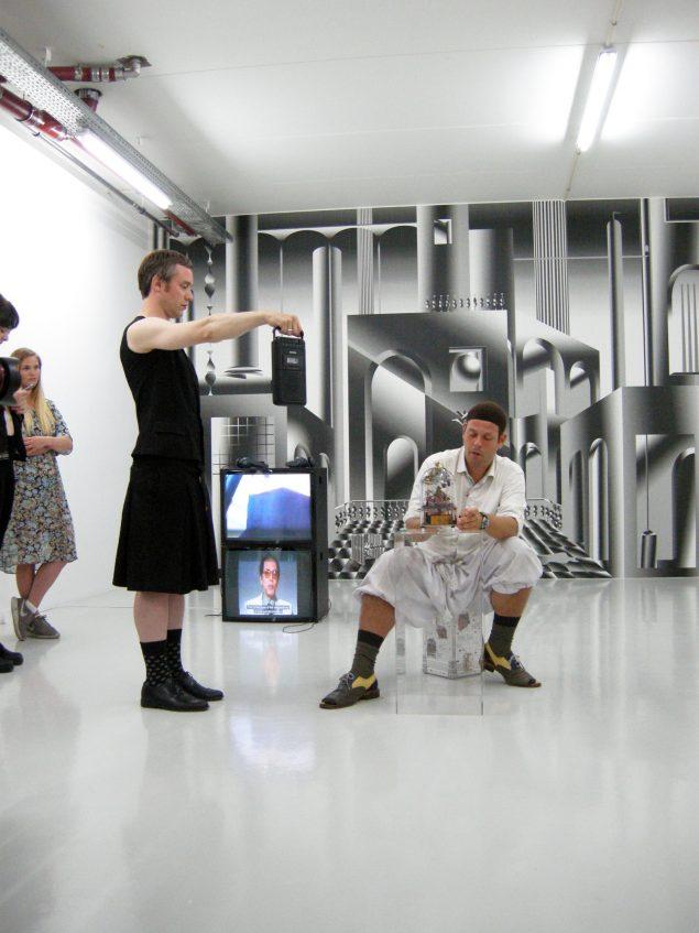 Goodiepals performance under åbningen af udstillingen The King and The Mocking Bird på Vermillion Sands. Foto: Matthias Hvass Borello