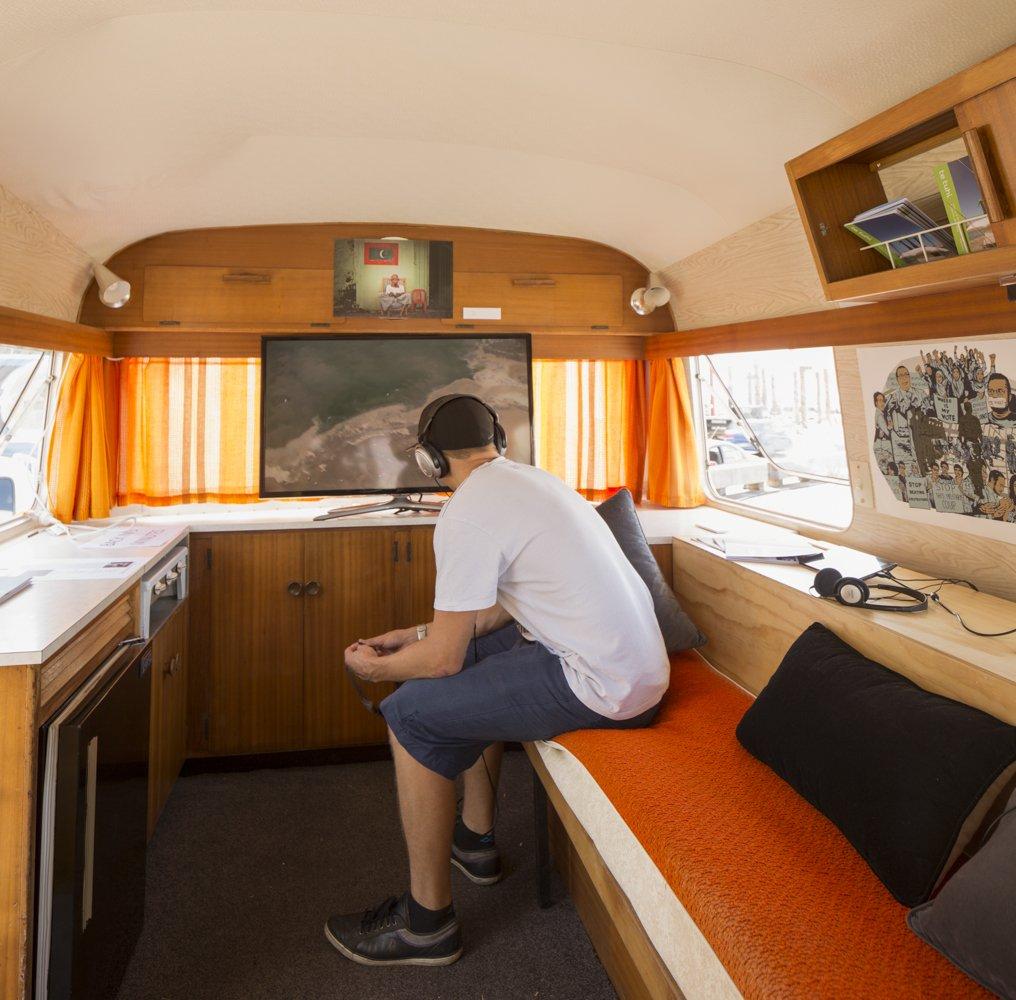 Værkerne i campingvognen består af videoværker og prints. Foto: Te Tuhi Art Centre, New Zealand