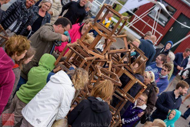 Agnes Marie Due & Emil Krog Rasmussens lokale værk i Gedser samles på havnen. Foto: Wooloo