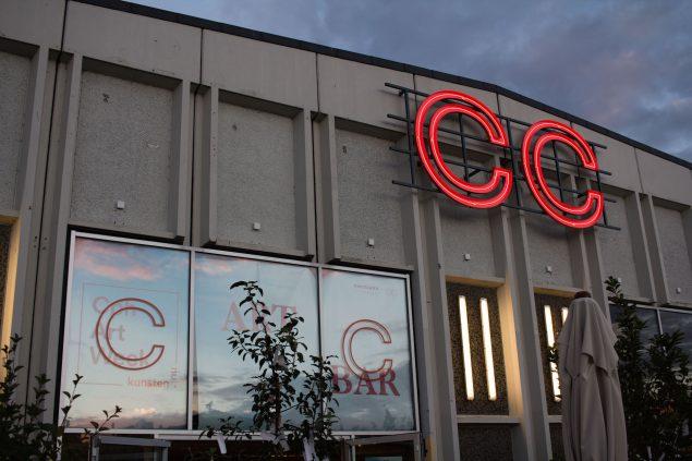 På Papirøen hos det for nyligt åbnede Copenhagen Contemporary åbnede Cph Art Week sin egen ART BAR med performances hver aften fra mandag den 29. august. Foto: Philipp Loeken