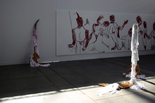 Art Copenhagen åbnede samme dag som Cph Art Week, i år dog i en anden udformning og på ny adresse. Messen var i år opdelt i Seleted Art Fair og Code Art Fair og foregik i Bella Center på Amager. Her et view fra en af standene på Code Art Fair. Foto: Katrine Møbius