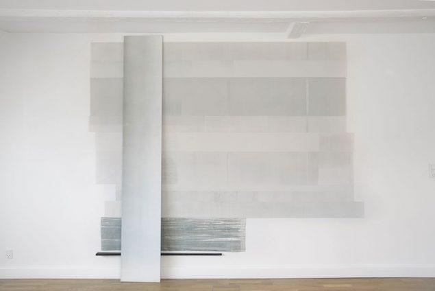 Memories, Monotype, 2014, Oil on paper, mounted as wallpaper. MDF print block, black strip of wood. 250 x 250 cm. Foto: Markus von Platen