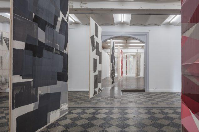 Installationsview fra Mette Winckelmanns udstilling Come Undone, Overgaden, 2016. Foto: Anders Sune Berg
