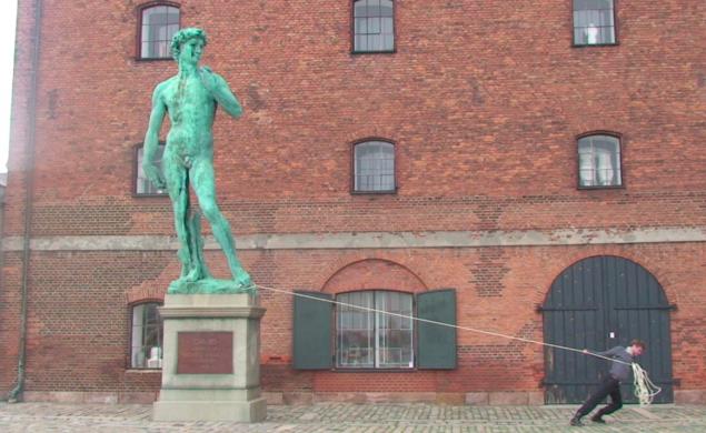 Still fra videoen Iconoclasm, 2010. Foto: Niels Pugholm