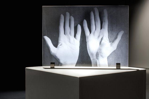 The Future is Already Written by the Hands, 2015, ink-jet print på transparent folie monteret mellem to akrylplader på podie. Fra udstillingen Ung Dansk Fotografi '15, Fotografisk Center, København. Foto: A. Ramdas