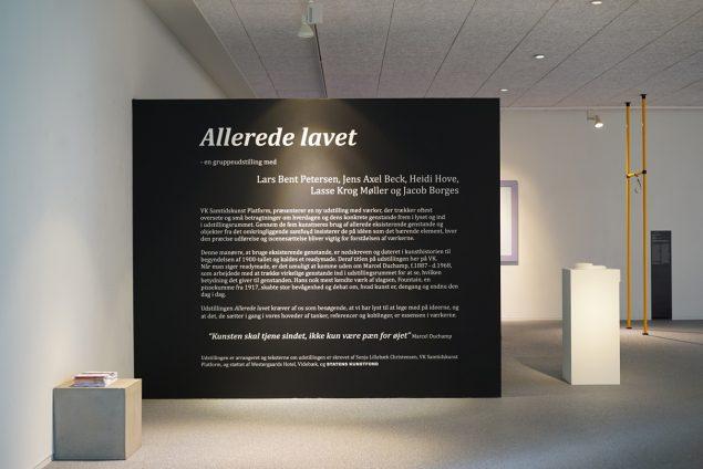 Allerede lavet læner sig op ad Marcel Duchamps readymades, og derfor introduceres publikum kort til Duchamps betydning for en ny kunstæra. Foto: Vestjyllands Kunstpavillon