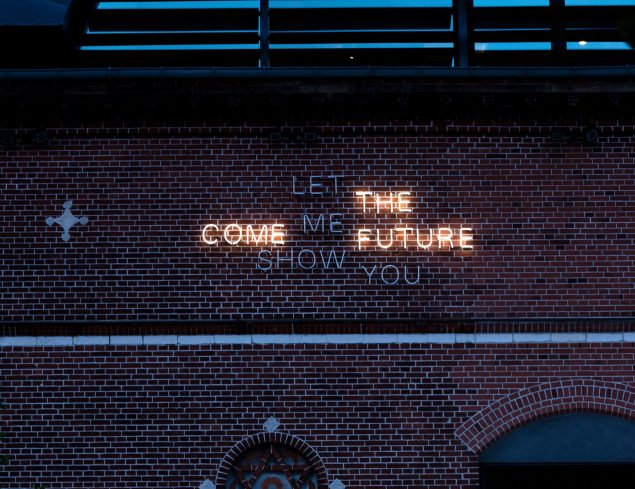 Ann Lislegaard: Come let me show you the future, 2016. Foto: Anders Sune Berg