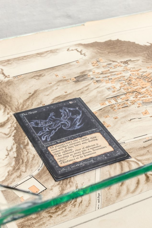 Detaljebillede af Christan Bang Jensen: Souvenirs d'Enfance et de Jeunesse, 2016. Archaeological map, collectible card. Foto: David Stjernholm