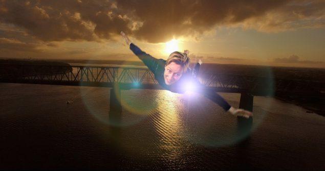 Simone Aaberg Kærn i solnedgang over Lillebæltsbro. Pressefoto