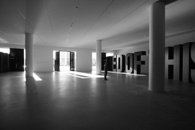 Jens Haaning og Santiago Sierra: The Copenhagen Declaration, Faurschou Foundation Copenhagen.Installationview. Foto: Guston Sondin-Kung, © Faurschou Foundation