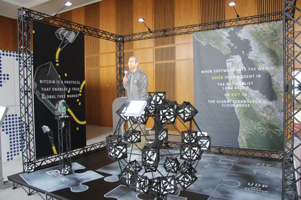 Simon Denny: Blockchain visionaries, 2016. Berlin Biennalen. Foto: Søren Martinsen