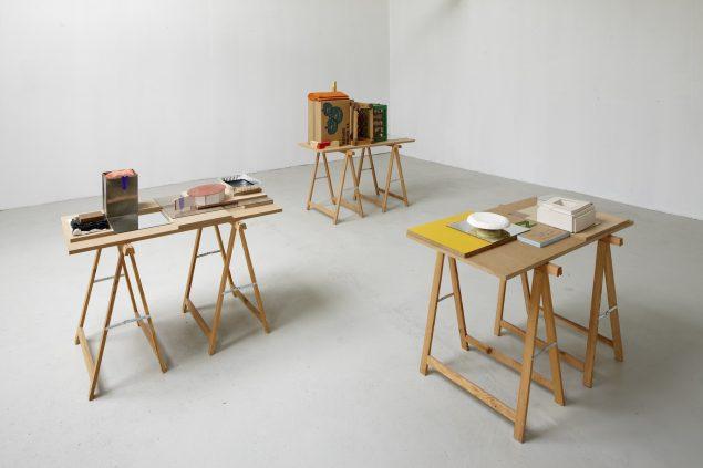 Table Models, 2009. De to til højre tilhører Sorø Kunstmuseum og kan lige nu opleves i udstillingen Udkast til en ny verden. Foto: Anders Sune Berg